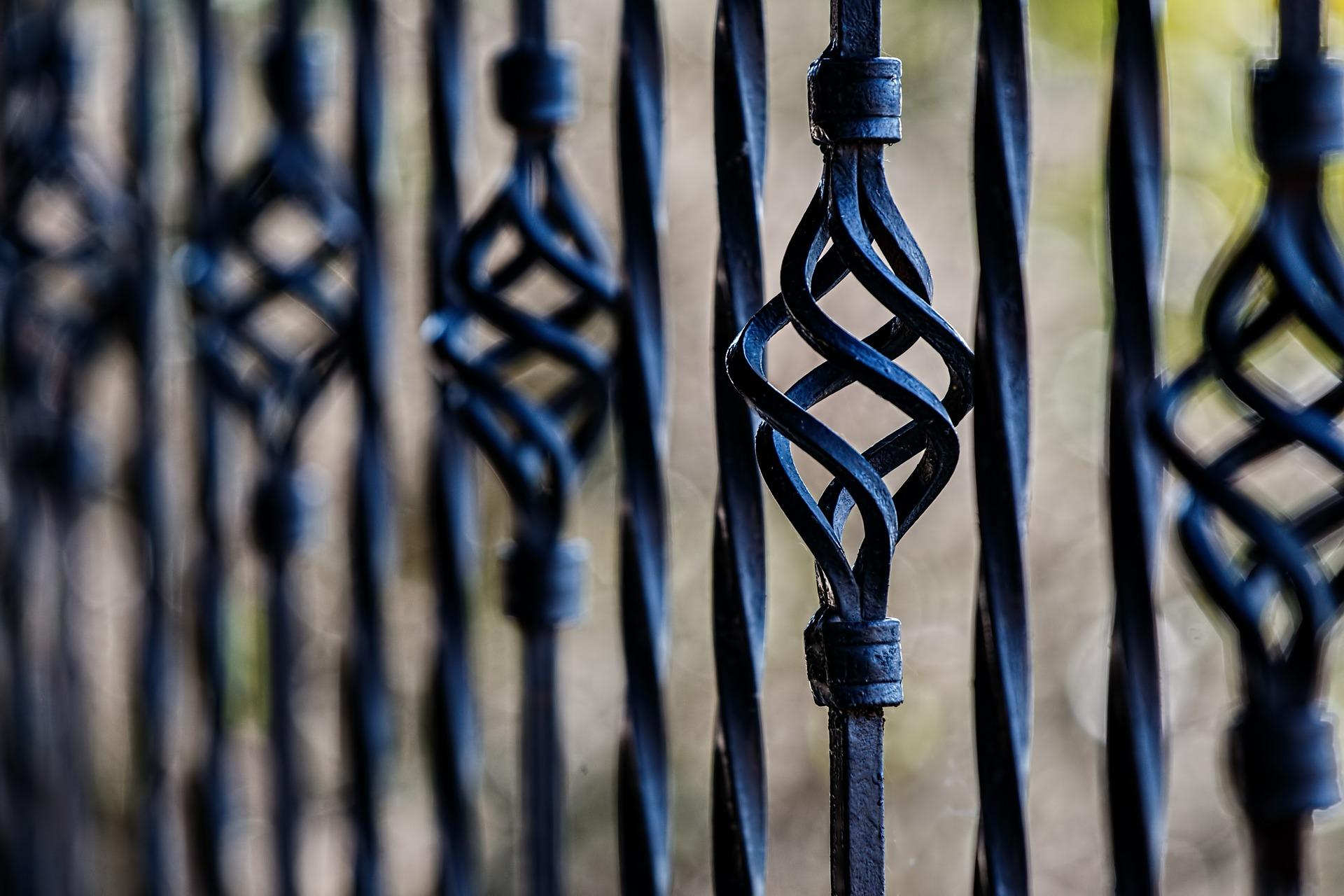 Réalisation de portails et de portes en fer forgé