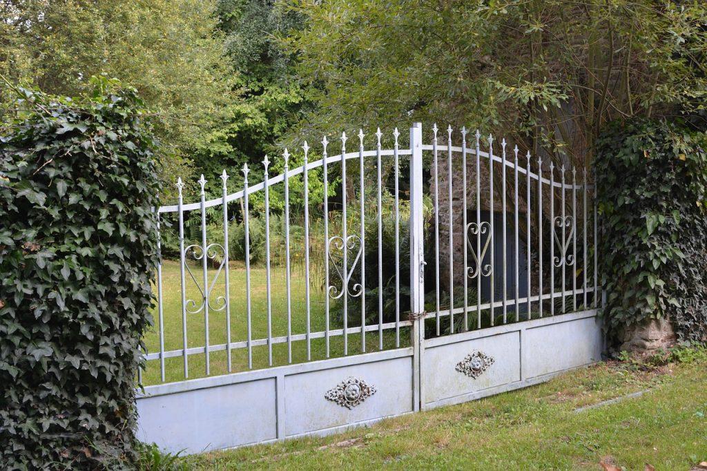 comment fabriquer un portail en fer portail et. Black Bedroom Furniture Sets. Home Design Ideas